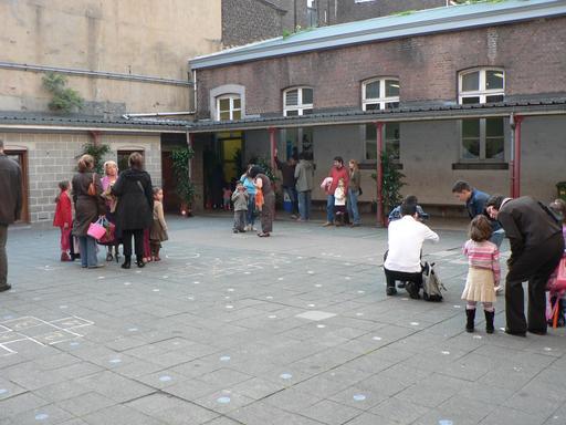 Cour d'école le jour de la rentrée