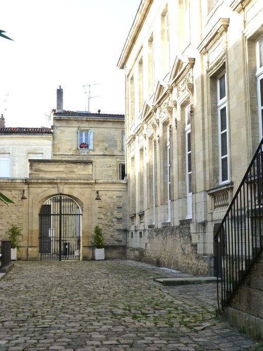Cour du musée des arts décoratifs de Bordeaux