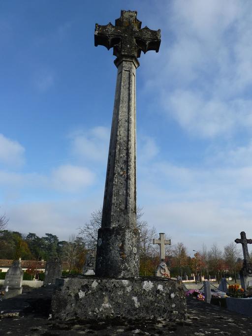 Croix de cimetière à Saint-Seurin d'Artigues
