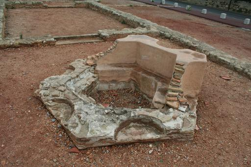 Cuve baptismale octogonale