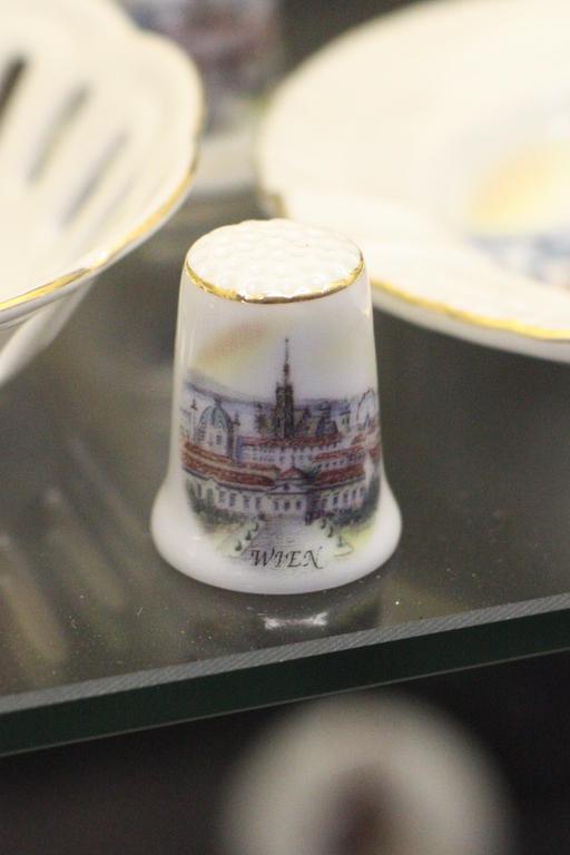 Dé à coudre en porcelaine