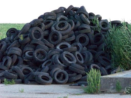 Décharge de pneus usés