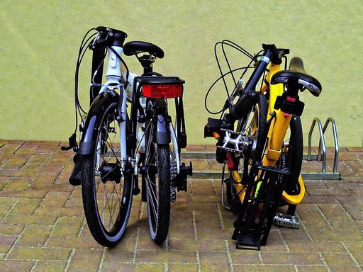Deux bicyclettes pliables