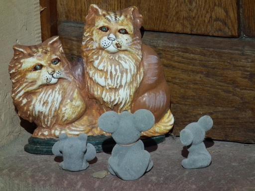 Deux chats et trois souris