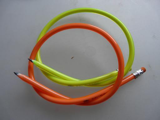 Deux crayons à papier flexibles