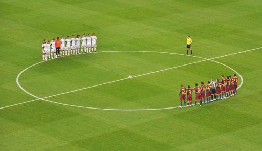 Deux équipes de football avant le coup d'envoi