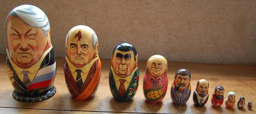 Dix chefs d'état russes en matriochkas