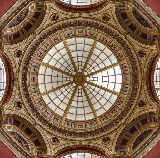 Dôme polychrome à Londres