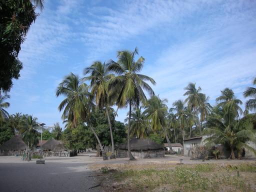 Éclairage public solaire à Carabane