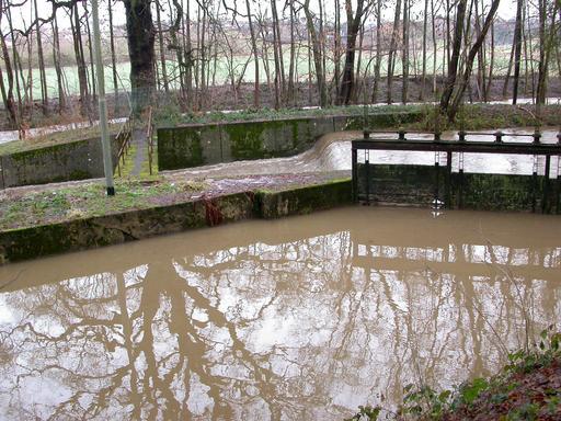 Écluse, canal et rivière