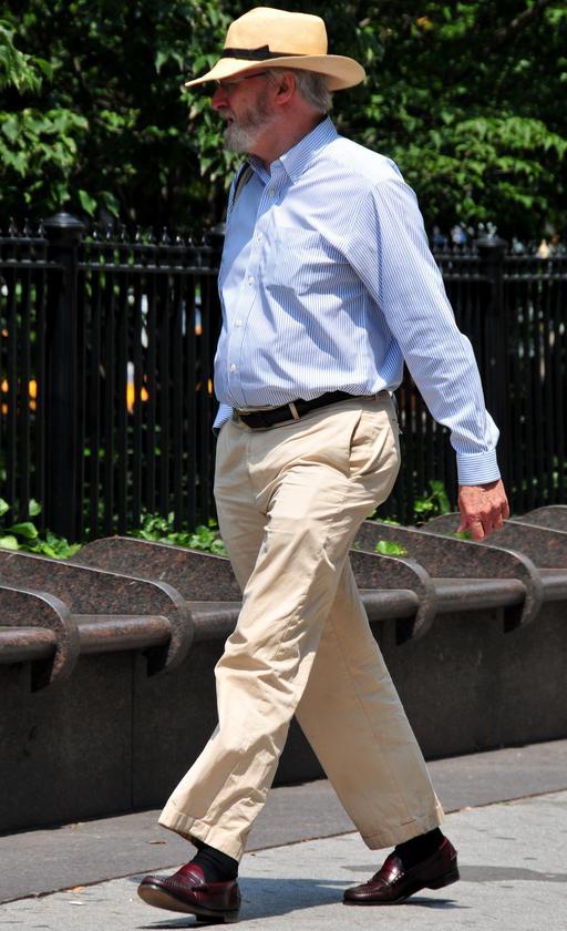 En pantalon d'été et chemise