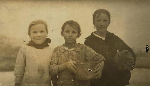 Enfants écailleurs d'huitres en 1916