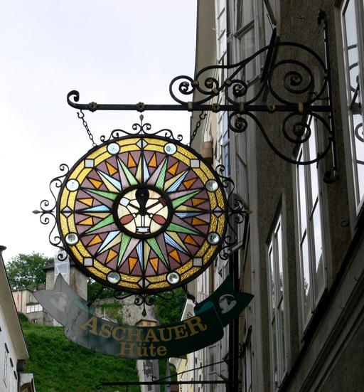 Enseigne de chapelier à Salzbourg