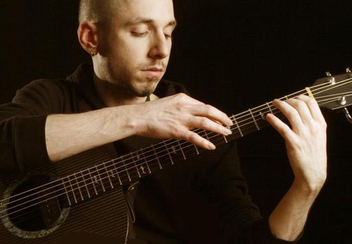 Erik Mongrain à la guitare