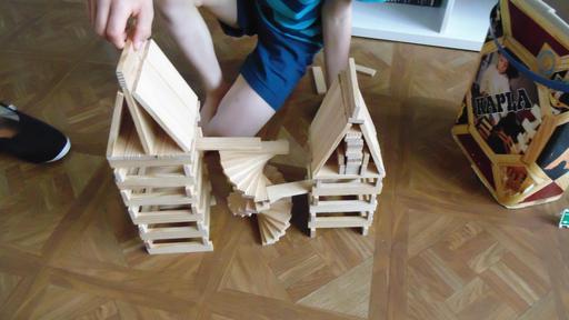 Escalier pour deux maisons en kapla