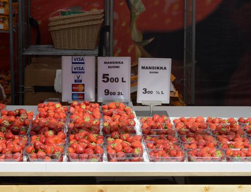 Étalage de fraises à Helsinki