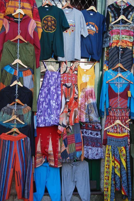 Étalage de vêtements à Porto