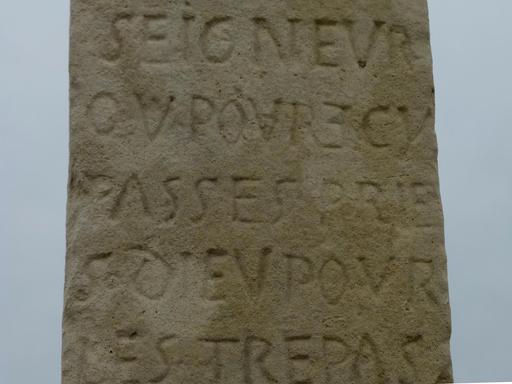 Eysines, Inscription sur la croix du cimetière