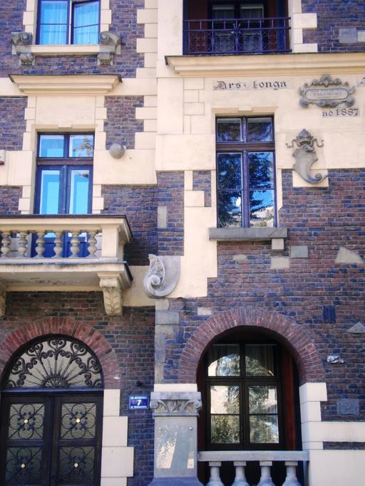 Façade de la villa Festina lente à Cracovie