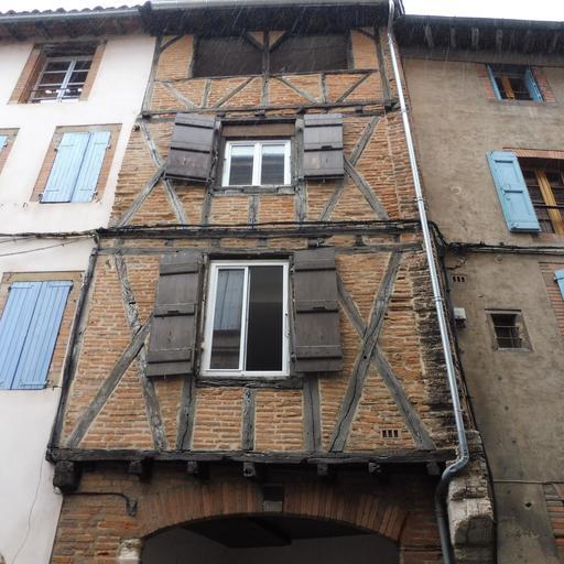 Façade médiévale, rue Rinaldi à Albi