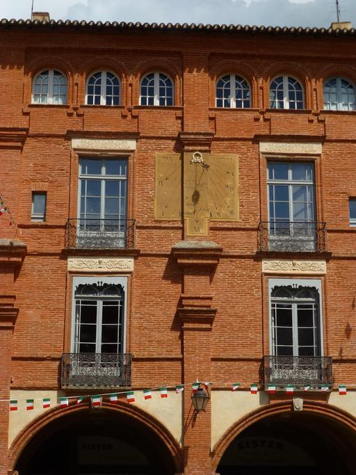 Façade sur la place nationale de Montauban
