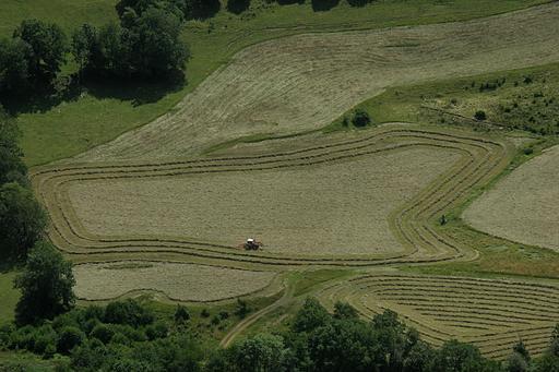 Fenaison dans le Cantal