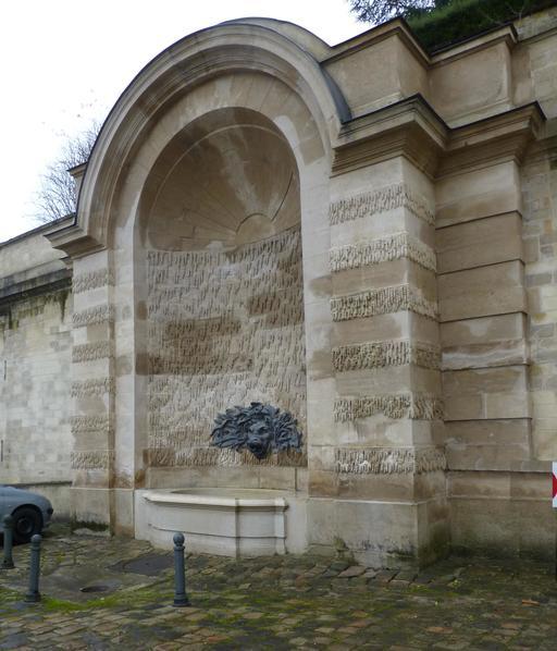 Fontaine extérieure de la Manufacture de Sèvres