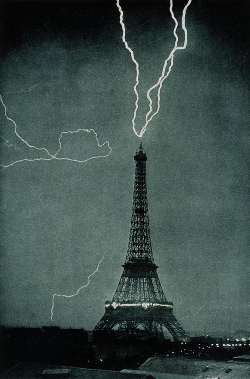 Foudre sur la Tour Eiffel en 1902