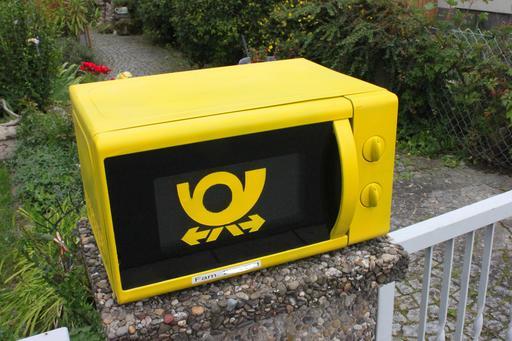 Four à micro-ondre recyclé en boîte aux lettres