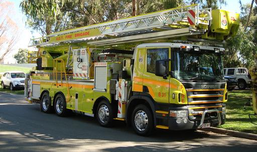 Fourgon d'incendie australien avec grande échelle