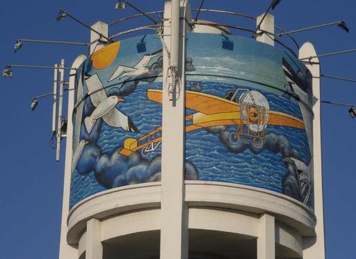 Fresque sur château d'eau