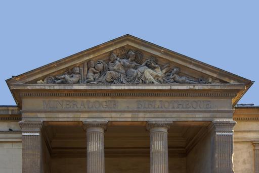 Fronton du Muséum de Paris