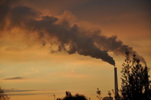Fumée de la Centrale thermique du Havre