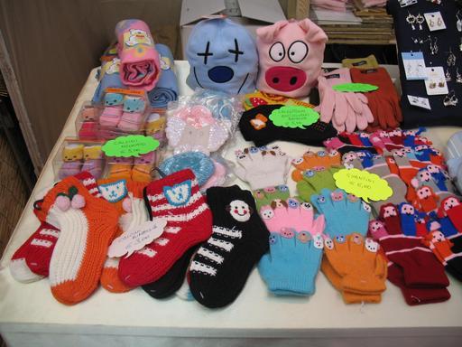 Gants et chaussettes fantaisie au marché de Noël