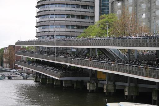 Garage à vélos à la gare d'Amsterdam