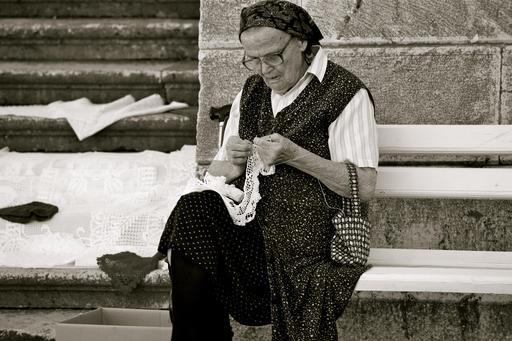 Grand-mère au crochet