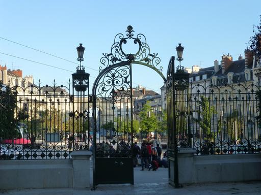 Grille d'entrée du Jardin Darcy de Dijon
