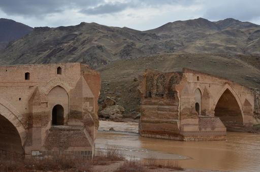 Gros plan sur le pont du Pol-e Dokhtar en Iran