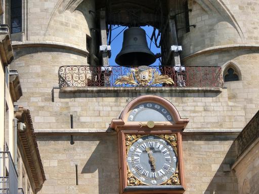 Grosse cloche et horloge de la Porte Saint-Eloi à Bordeaux