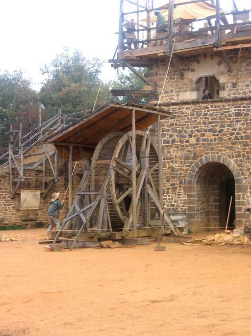 Grue médiévale du chantier de Guédelon