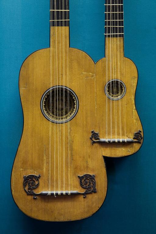Guitare double du dix-septième siècle