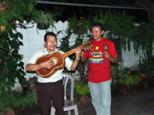 Guitare et maracas à San Juan