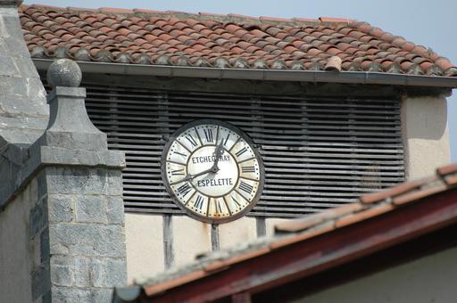 Horloge d'Espelette en pays basque