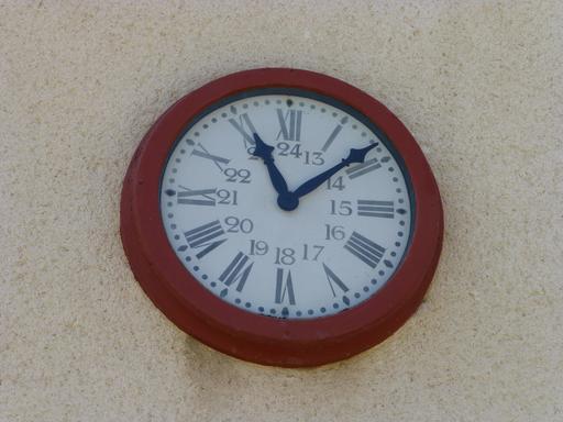Horloge en gare de Sabres