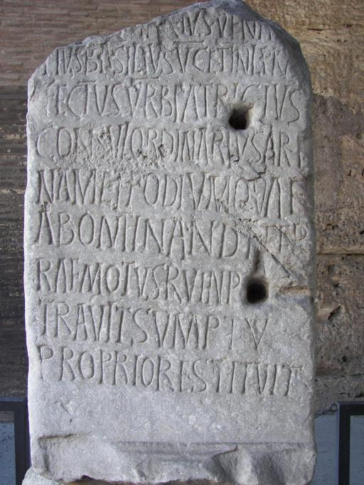 Inscription latine au Colisée