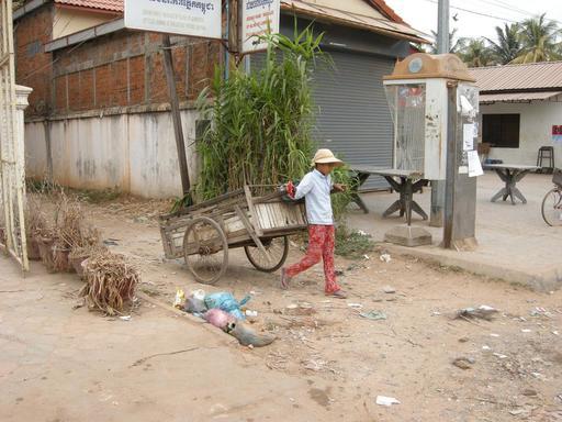 Jeune cambodgien au travail