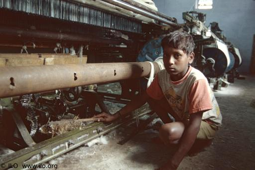 Jeune pakistanais au travail