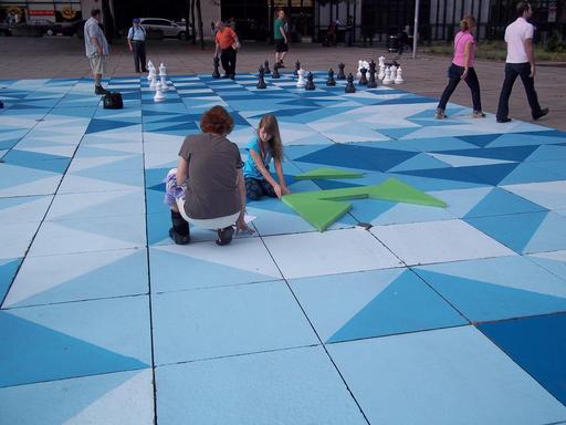Jeux d'échecs et de tangram à Montréal