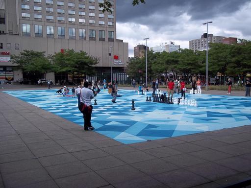 Jeux de tangram de rue à Montréal