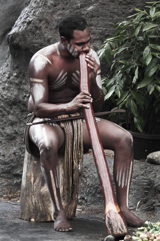 Joueur de didgeridoo en Australie